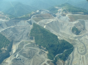 Mountaintop removal mining in West Virginia, taken Sept. 2008 (Source: nrdc media, at flickr.com)