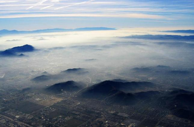 Smog Over Los Angeles. The proposed rule would lower the standard for ground-level ozone from 75 ppb to between 65 and 70. (Photo Credit: Alan Clements, at www.chem3400.blogspot.com)